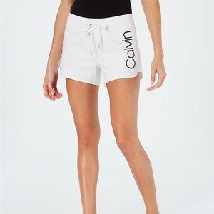 Performance Logo Curved-Hem Shorts XL